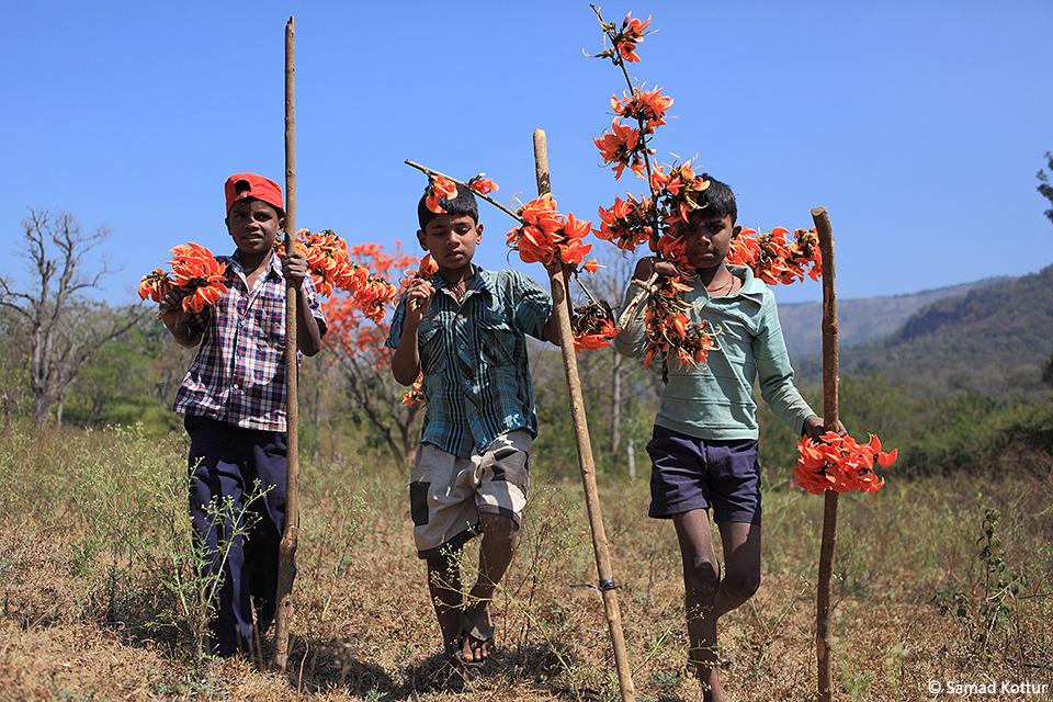 Gods of BRT children with flowers resize(1)