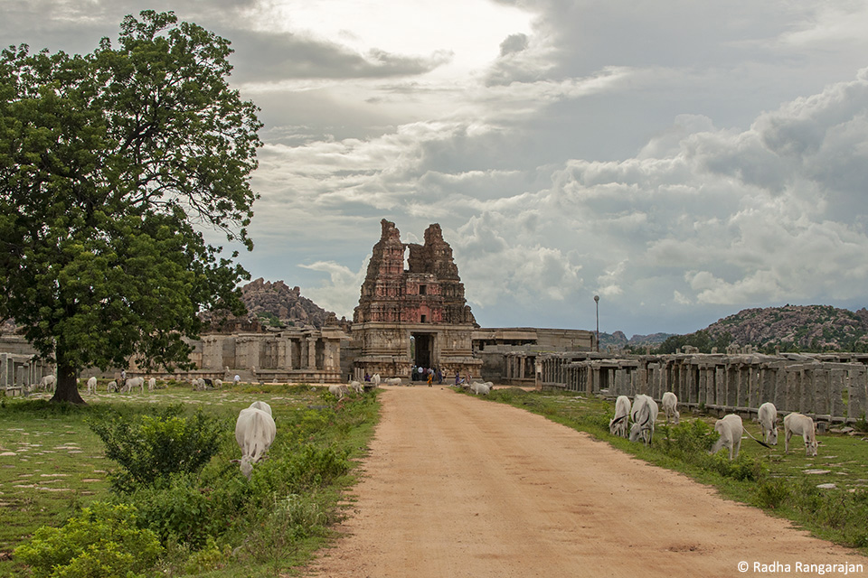 Walking up to the Vijaya Vitthala Temple